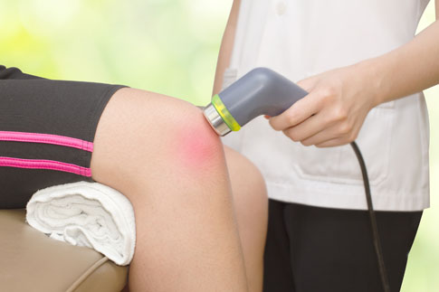Ultrasound device being used on a knee